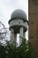 2009, RUINE DER AMERIKANISCHEN ABHOERANLAGE, FLUGHAFEN TEMPELHOF, BERLIN